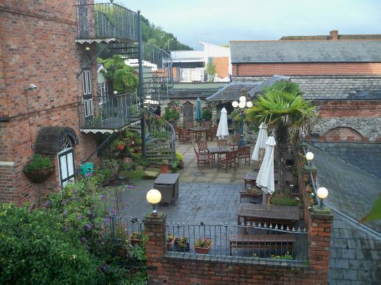 Lyndon House Hotel: Pub courtyard