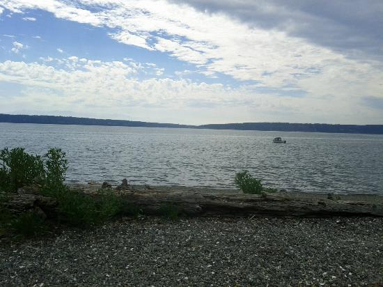 Camano Island State Park: Waterfront