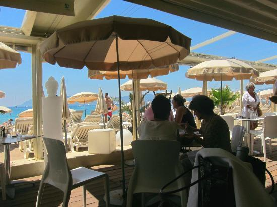 Mercure Cannes Croisette Beach: beach