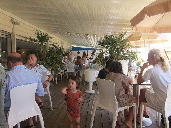 Mercure Cannes Croisette Beach : beach restaurant