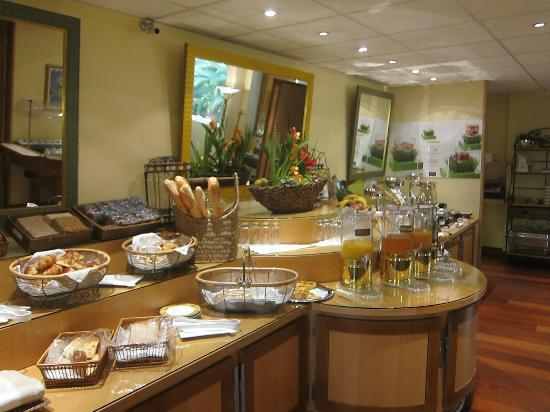 Mercure Cannes Croisette Beach: hotel breakfast buffet