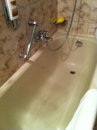 Hotel Metropol: bagno vecchio e non indicato sul sito internet