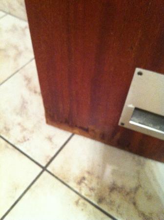 Hotel Metropol: porta del bagno vecchia