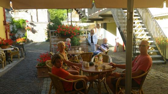 Hotel de Emauspoort: we enjoyed breakfast and afternoon happy hours in the garden