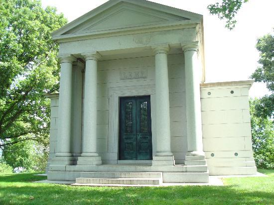 Bellefontaine Cemetery: Lemp family tomb- beer barons. Largest tomb at Bellefontaine
