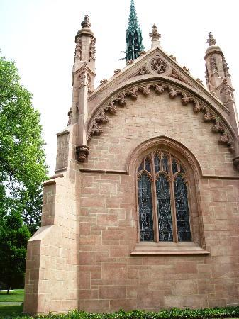 Bellefontaine Cemetery: Back of Busch mausoleum - gothic & lovely