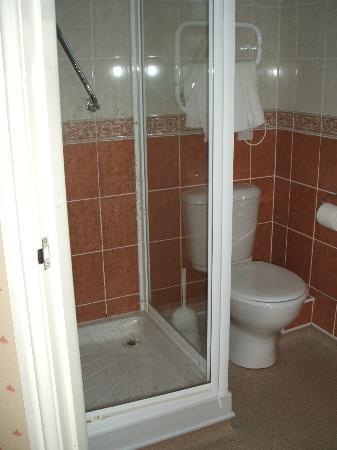 Eliot Hotel: Walk in shower
