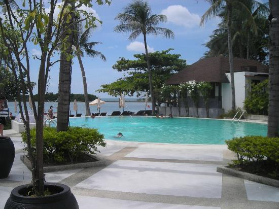 Iyara Beach Hotel & Plaza : La piscine