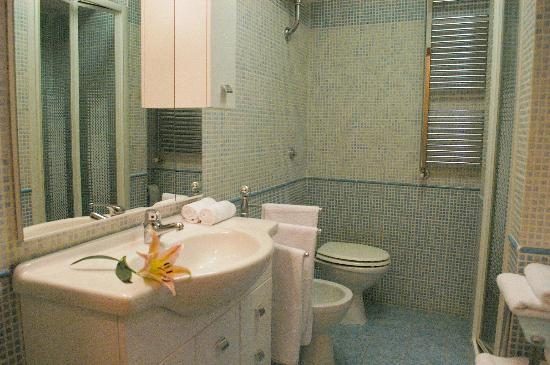 La Suite B&B: bagno accogliente