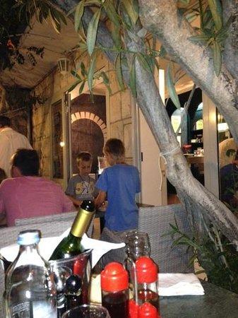 Feral Restoran: de wijn komt uit eigen tuin
