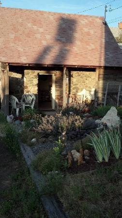 Gardiner Guest House B&B: Cabin exterior