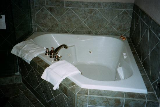 Harbour House Hotel: Bathtub