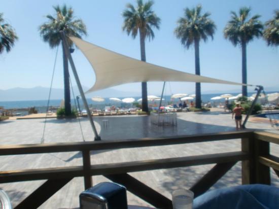 Omer Holiday Resort: vue bar piscine