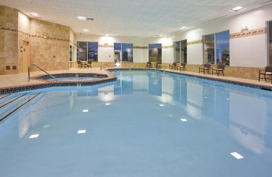 Hampton Inn Idaho Falls/Airport: Take an early-morning dip or enjoy some family time in our indoor pool.