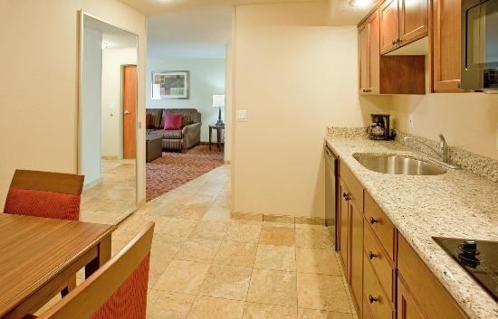 Hampton Inn Idaho Falls/Airport: Relax in our spacious suites where you'll enjoy complimentary high speed internet access.