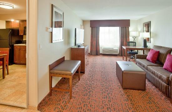 Hampton Inn Idaho Falls/Airport: Get some work done or kick back and watch a movie in our spacious suites.