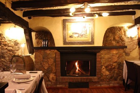 Riudoms, España: Foto de la sala inferior del restaurante