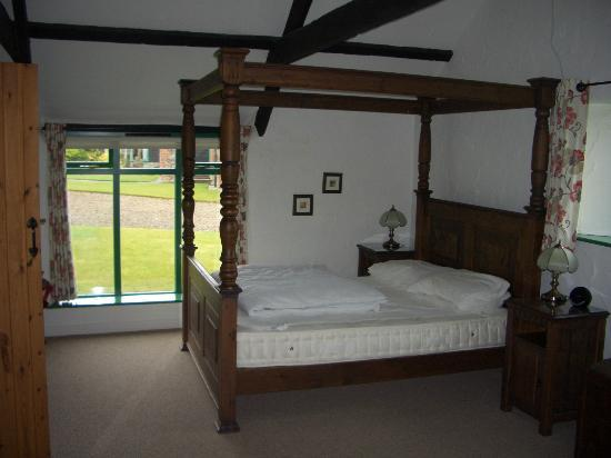 Treworgie Barton: Lovely Bed