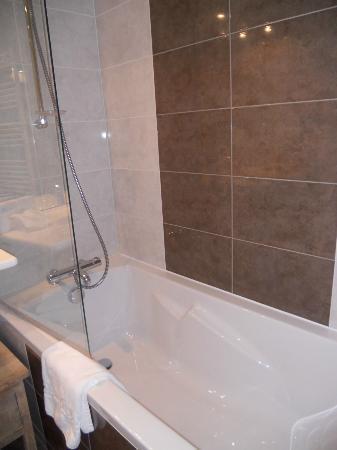 Almoria : salle de bain chambre garden room