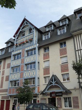 Almoria: hôtel extérieur