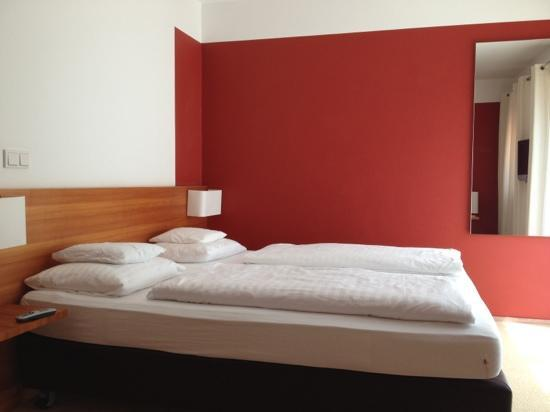 AlpenParks Resort Maria Alm: comfortable bed