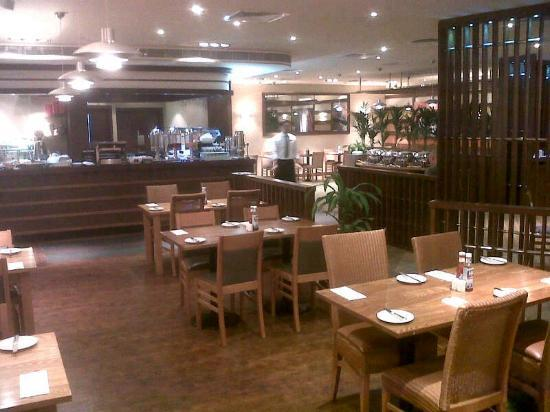 Premier Inn Dubai Silicon Oasis Hotel: Comedor