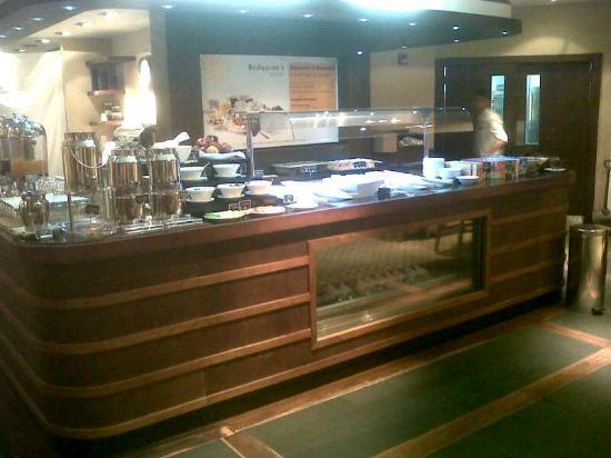 Premier Inn Dubai Silicon Oasis Hotel: Buffet