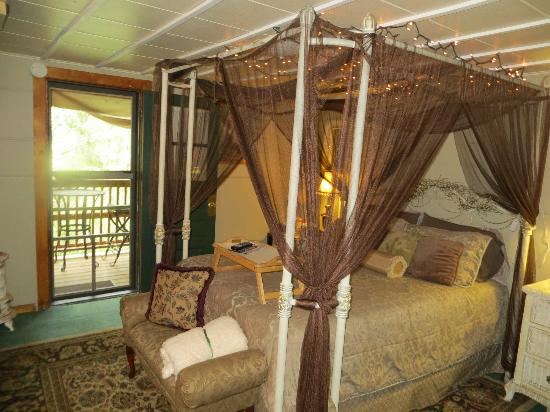 Dripping Springs Resort: Our room!