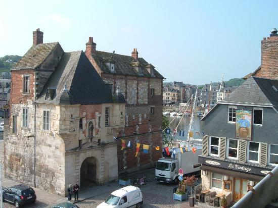 Best Western Le Cheval Blanc: View of Honfleur from our room