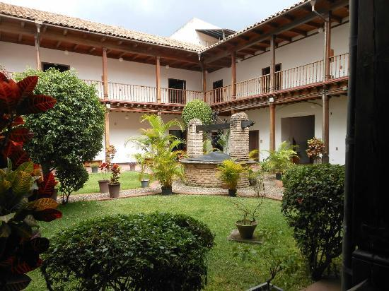 Honduras National Gallery of Art: Courtyard at the gallery