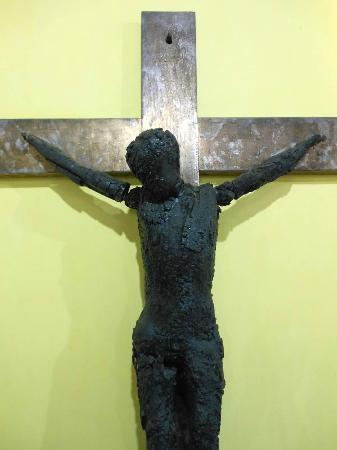 Honduras National Gallery of Art : Crucifix salvaged from a church fire