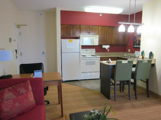 Residence Inn Lexington South/Hamburg Place: complete kitchen