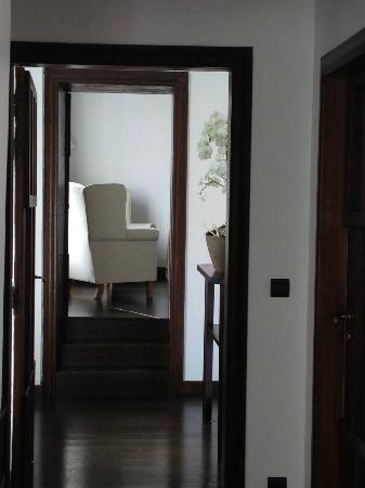 Le Manoir de la Grande Commune : The approach to Room Number 5