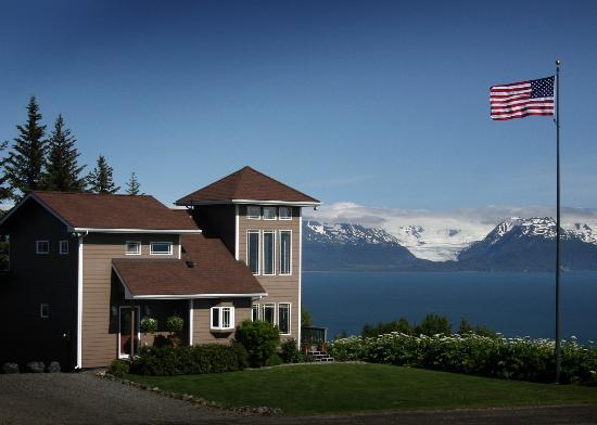 Blue Water Aviation Lodge: View of Kachemak Bay, Grewingk Glacier and Lodge.