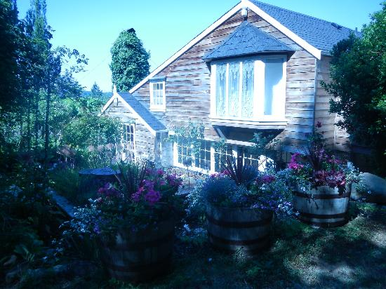 Hartmann House: Gardens