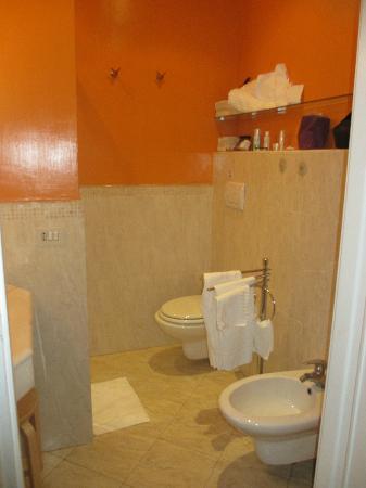 66 Imperial Inn: Bathroom 