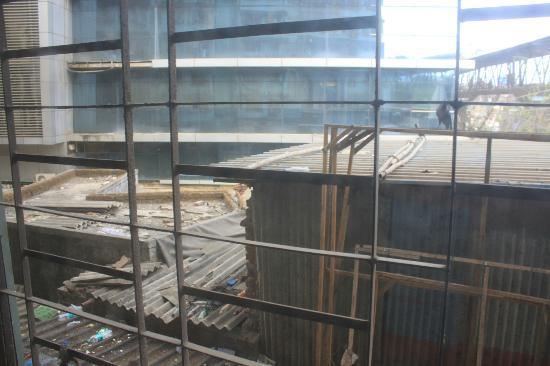 Hotel Arma Court : Noisy building site