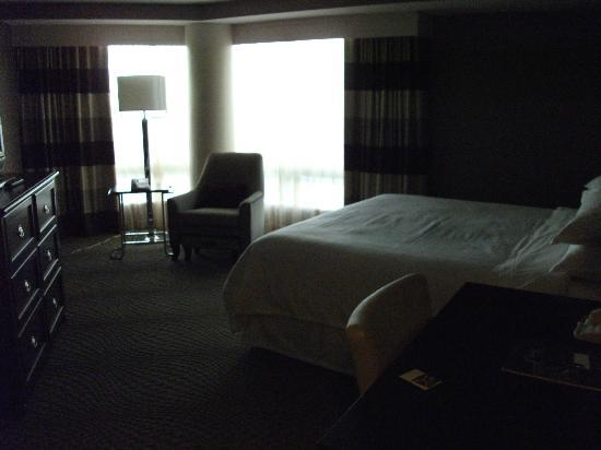 Sheraton Tysons Hotel: 16th Floor King Tower Room
