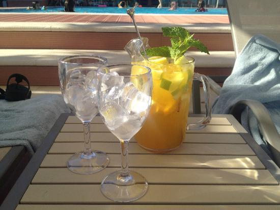 Real Marina Hotel & Spa: Champagne sangria