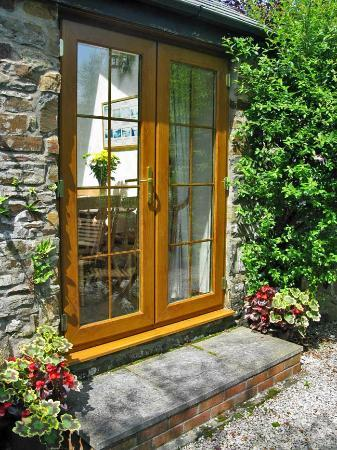 Yapham Coastal Cottages: Shipload Cottage: Patio Doors Into Kitchen