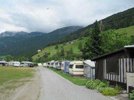 Aparthaus Camping Stubai: deel camping en mooi uitzicht