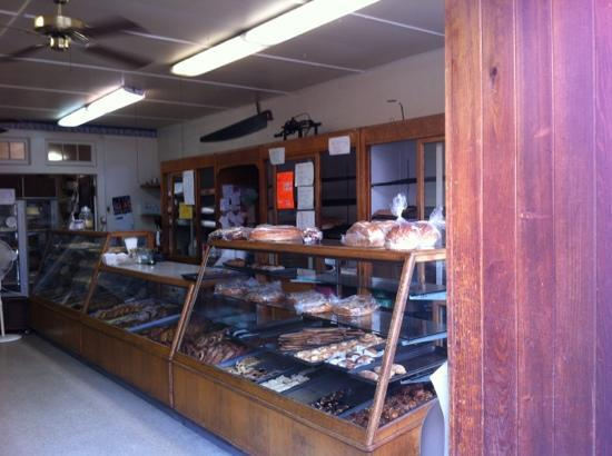 Lindstrom's Danish Maid Bakery : lindstrom's