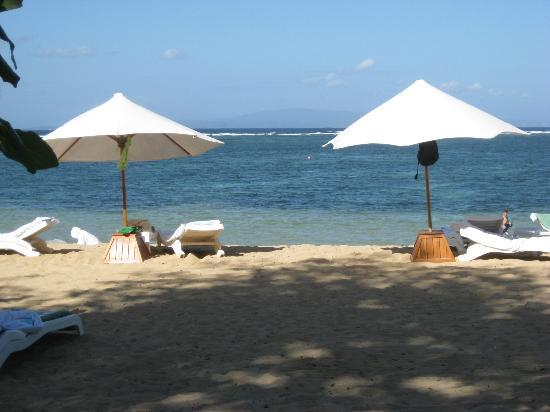 Prama Sanur Beach Bali: Beach outside of the hotel