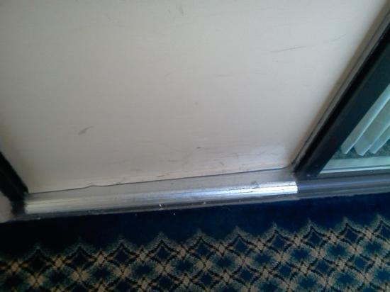 Ramada Overland Park: hotel door - nasty and dirty appearance