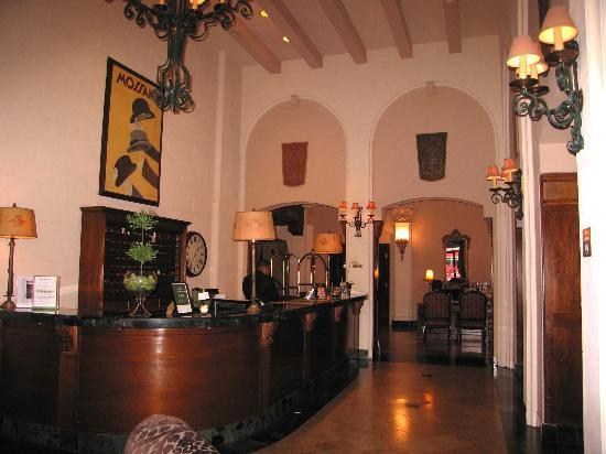 ‪كنسنجتون بارك هوتل: Reception Area of Lobby‬
