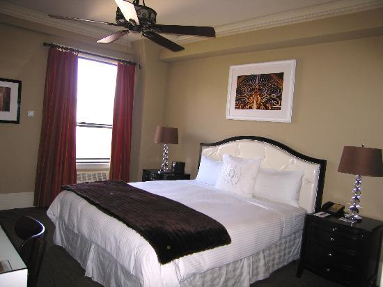 The Kensington Park Hotel: Deluxe Room #42 with King Bed