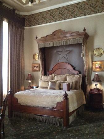 The Driskill: Master Bedroom