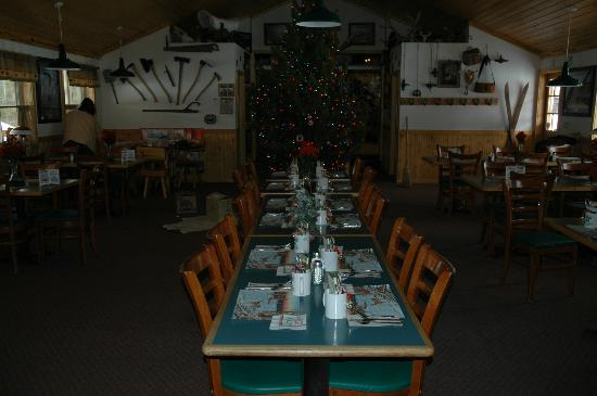 Lava Mountain Lodge: Christmas is a fun time of year for us, we welcome you to join us.