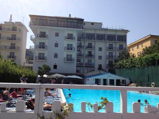 Hotel pool picture of grand hotel flora sorrento tripadvisor for Waltham abbey swimming pool times