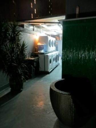 ซีเฮชไอ เรซิเดนเซส 314: Laundry area - rooftop (very clean, lovely gathering space)